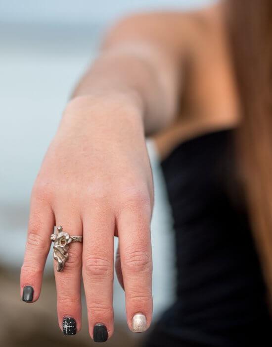 Χειροποίητο Δαχτυλίδι Φιγούρες από τη Σειρά Πομπή φτιαγμένο από ασήμι
